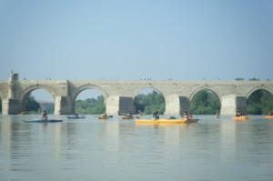Travesía por el río Guadalquivir, entre el puente de El Arenal y el Puente Romano